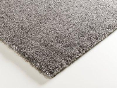 hoogpolig grijs vloerkleed