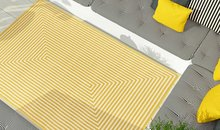 Modern geel vloerkleed met strepen